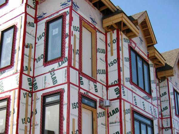rehabilitacion fachadas edificios aislamiento viviendas sostenibles