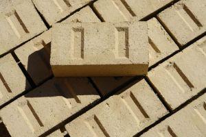 bloque tierra comprimido bioconstruccion edificio eficiente